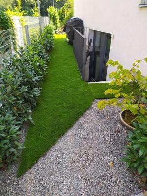 Umělou trávu i precizně seřízneme a zakončíme.