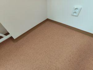 Preciznost je vidět i v detailech jako jsou podlahové lišty a jejich uchycení