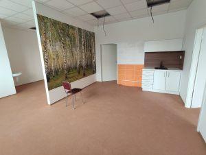 Podlaha v celé ordinaci položena a vše je připraveno pro nastěhování nábytku