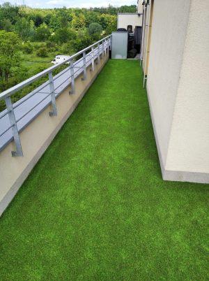 Umělá tráva na terase / balkóně se zalomením a seříznutím na míru